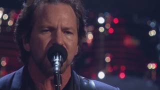 Download 2017 Rock Hall Inductees Pearl Jam Perform ″Better Man″ Video