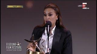 Download مهرجان الجونة - إنهيار هند صبري بالبكاء أثناء تسليمها جائزة أفضل ممثلة بالمهرجان Video