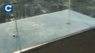 Download У Чикаго під туристами тріснула скляна підлога оглядового майданчика Video