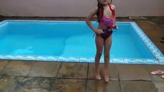 Download Diversão na piscina Video