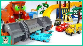 Download Lightning Mcqueen play with car swimming pool - Disney Pixar cars fun toys for kids | MariAndToys Video