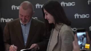 Download Firma de Arturo Pérez-Reverte en Fnac Callao Video