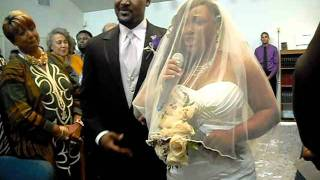 Download amazing woman singing down the isle Video