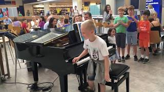 Download Amazing airport pianist- Harrison aged 11 plays Ludovico Einaudi cover Nuvole Bianche Video