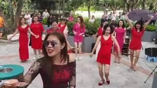 Download 美女集體舞💃💃~喻米英姐妹花~ 歡樂天地開幕誌慶🎉@190512屯門公園 Video