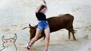 Download ممتاز !! مصارعة الثيران شجاع جدا، و لست خائفا من الموت . فتاة شجاعة ضد بولز Video