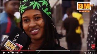 Download Makambo apagawisha Warembo na Mashabiki wa Yanga Video