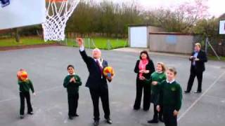 Download Worcester Mayor finally gets the hang of basketball! Video