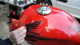 Download Aplicação de Faixas / Adesivos em Refletivo Para Motos Honda Hornet, CB 300 e Twister Video