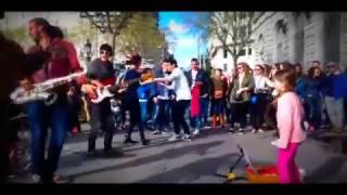 Download Niña baila - La pollera colorada con Latín panas en Barcelona y la gente se vuelve eufórica Video