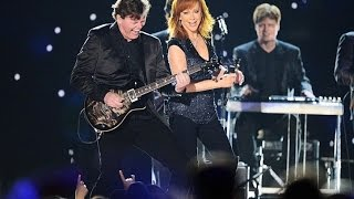 Download Reba McEntire Performs at the 2015 ACM's Video