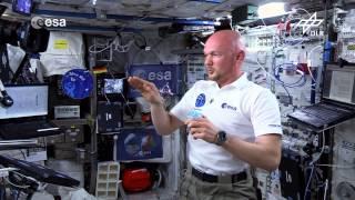 Download Alexander Gerst: Ein Kreisel auf der ISS (Flying Classroom) Video
