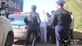 Download Полицейских задержали в Уральске по подозрению во взятке Video