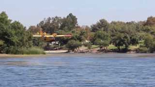 Download Bombardier CL-415 ″Super Scooper″ Picking up Water Video