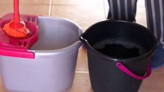 Download Cómo fregar el suelo de toda una casa (130m2) con un sólo cubo de agua y con agua siempre limpia Video