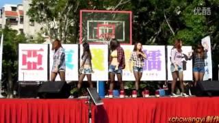 Download 学生妹热舞露内衣露乳,观众尖叫 高清 Video