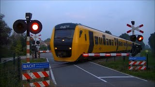 Download Spoorwegovergang Laag Zuthem // Dutch railroad crossing Video