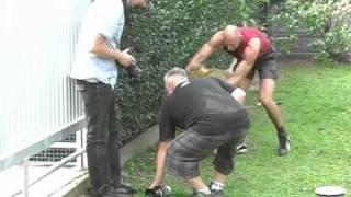 Download Lew Simba z przydomowego ogródka - część I Video