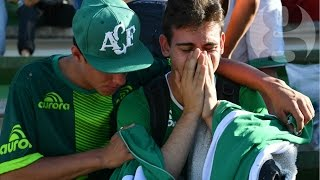 Download Chapecoense fans mourn plane crash victims at football stadium Video
