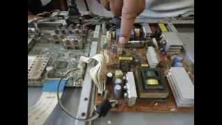Download TV LCD Samsung não liga. Apenas 1 peça queimada: Como consertar! Video