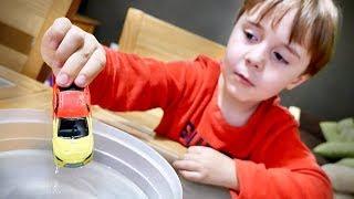 Download CARRINHO DA HOT WHEELS QUE MUDA DE COR NA AGUA!! Hotwheels Toy Cars for Kids Video