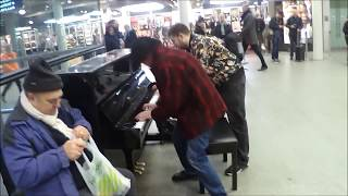 Download Dude Learns To Play Boogie Woogie Piano ON THE SPOT Video