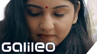 Download Typisch Indien: Ein Überraschungspaket an unsere Redaktion | Galileo | ProSieben Video