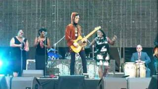 Download Sharon Jones & The Dap-Kings featuring Prince - ″When I Come Home″ - Paris - June 30th, 2011 Video