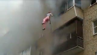Download Семья выпрыгивала с 5-го этажа горящего дома. Струнино, Владимирская область Video