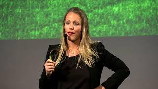 Download O Profissional do Futuro | Michelle Schneider | TEDxFAAP Video