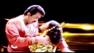 Download Malayalam Romantic Film Song | MAALEYAM | Thacholi Varghese Chekavar | K.S.Chitra Video