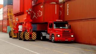 Download Como se carrega container em caminhões no porto. Video