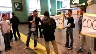 Download Il Coglio Coglio torna a Milano - Areoporto di Malpensa (Marco Mazzoli - Zoo 105) Video