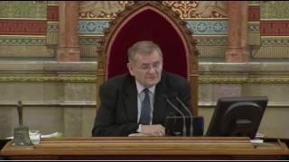 Download Mészáros Lőrinc és Orbán Viktor viszonyáról kérdezte Hadházy Ákos (LMP) a miniszterelnököt Video