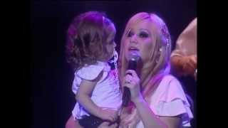 Download Disimula - Karina en vivo en el Luna Park Video