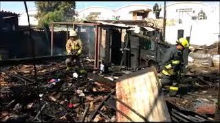 Download Fuerte incendio deja sin hogar a varias familias en La Ferro, en Guadalajara Video