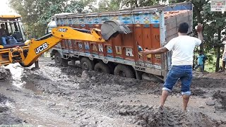 Download Tata Lpt 3118c Stuck in Mud Rescue By Jcb Machine. Video
