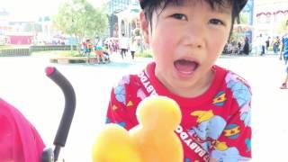 Download ディズニーランドでミッキーのアイスを食べるれおくんあおいちゃん! Video