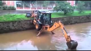 Download backhoe descend in water Video