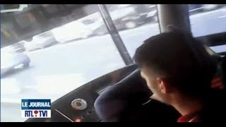 Download Des chauffeurs de la STIB filmés en train de conduire les pieds sur le tableau de bord Video