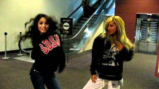 Download Ashley Tisdale - Ashley Tisdale and Vanessa Hudgens singing Wind It Up (Gwen Stefani cover) Video