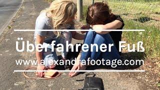 Download Mann überfährt Fuß der Freundin (run over foot) Video