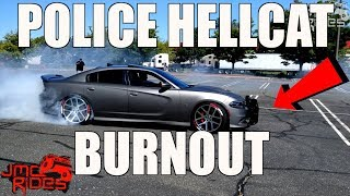Download CRAZY BURNOUT IN A POLICE HELLCAT DODGE CHARGER Video