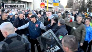 Download Tuzla: Policija na strani demostranata Video