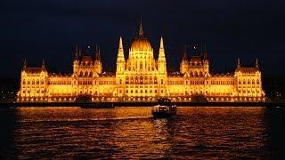 Download Budapest by night: Buda Castle, Parliament & Chain Bridge Video