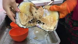 Download Pulsera de perlas con una Ostra en China. Video