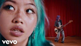 Download beabadoobee - She Plays Bass Video