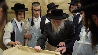 Download Rare Footage - Satmar Rebbe - Beirach Moshe | סרט נדיר - בעל ברך משה מסאטמאר - ימי פסח Video
