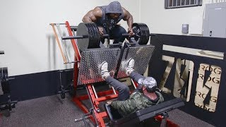 Download WORKOUT WITH KAI GREENE AT ZOO CULTURE Video