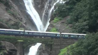Download Amaravathi Express Passing Dudhsagar Water Falls Video